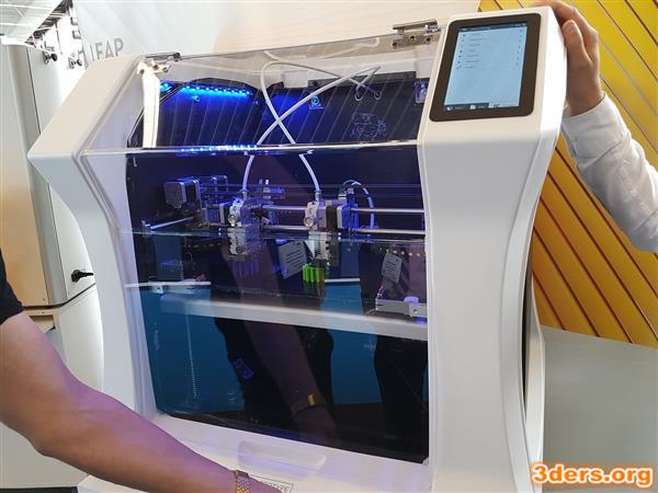 لیپ فراگ (Leapfrog) برای نمایش پرینتر 3 بعدی Bolt آماده است لیپ فراگ (Leapfrog) برای نمایش پرینتر 3 بعدی Bolt آماده است